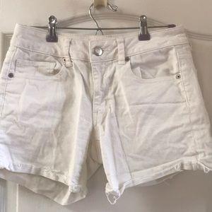 American Eagle 🦅 white midi jean shorts. 6